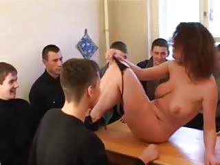Cougar visite un camp militaire