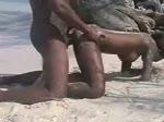 Couple de blacks sur la plage