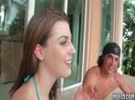 Les filles de Mofos vont la fête dans la piscine