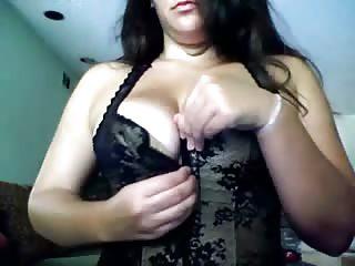Delphine s'exhibe devant sa webcam
