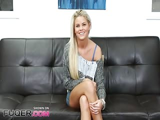 Très jolie blonde passe un casting bien chaud