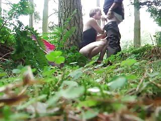 Baise rapide dans les bois