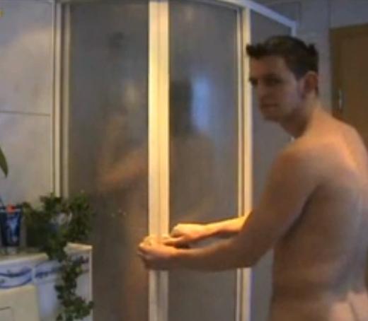 Baise sous la douche avant de partir au boulot