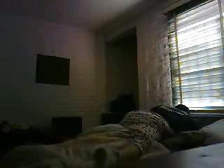 Il branche la cam avant de réveiller sa maitresse
