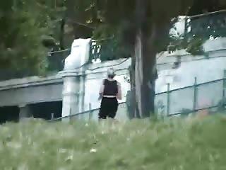 Jeune coquine se fait baiser dans le parc