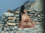 Couple amateur naturiste baise à la plage
