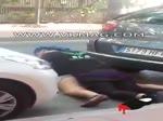 Couple baise entre 2 voitures