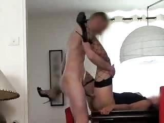 Il défonce sa maitresse dans le salon en plein après midi