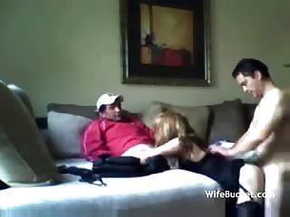 Maman de 37 ans baisée en trio