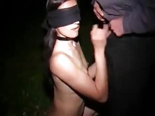 Libertine offerte à plusieurs hommes dans les bois