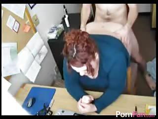 Il défonce le gros cul de sa secrétaire