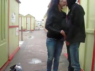 Un couple exhibe se fait plaisir en extérieur