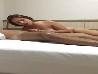 Il aime bien filmer sa femme en train de le sucer