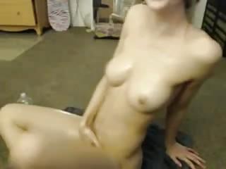 Superbe paire de seins devant la webcam