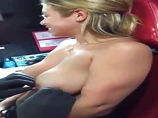 Jolie MILF se fait percer les tétons