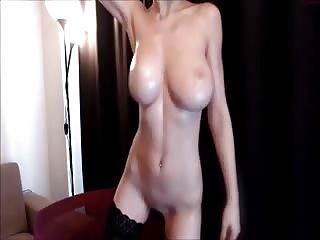 J'aime la voir bouger ses gros seins