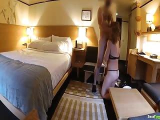 Plan cul dans une chambre d'hôtel