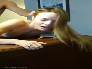 Blonde se fait prendre hard en levrette