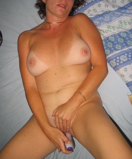 elle jouit en se masturbant black baise ma femme