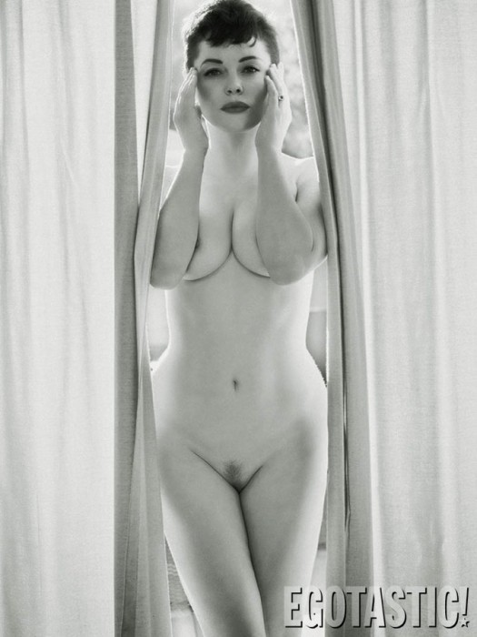 Rose-McGowan-Poses-Nude-For-Flaunt-Magazine-01-675x900