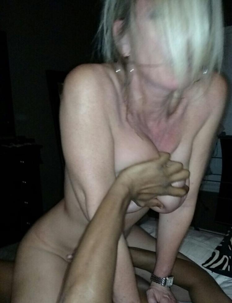 fille sexy sur facebook baise ma femme devant moi