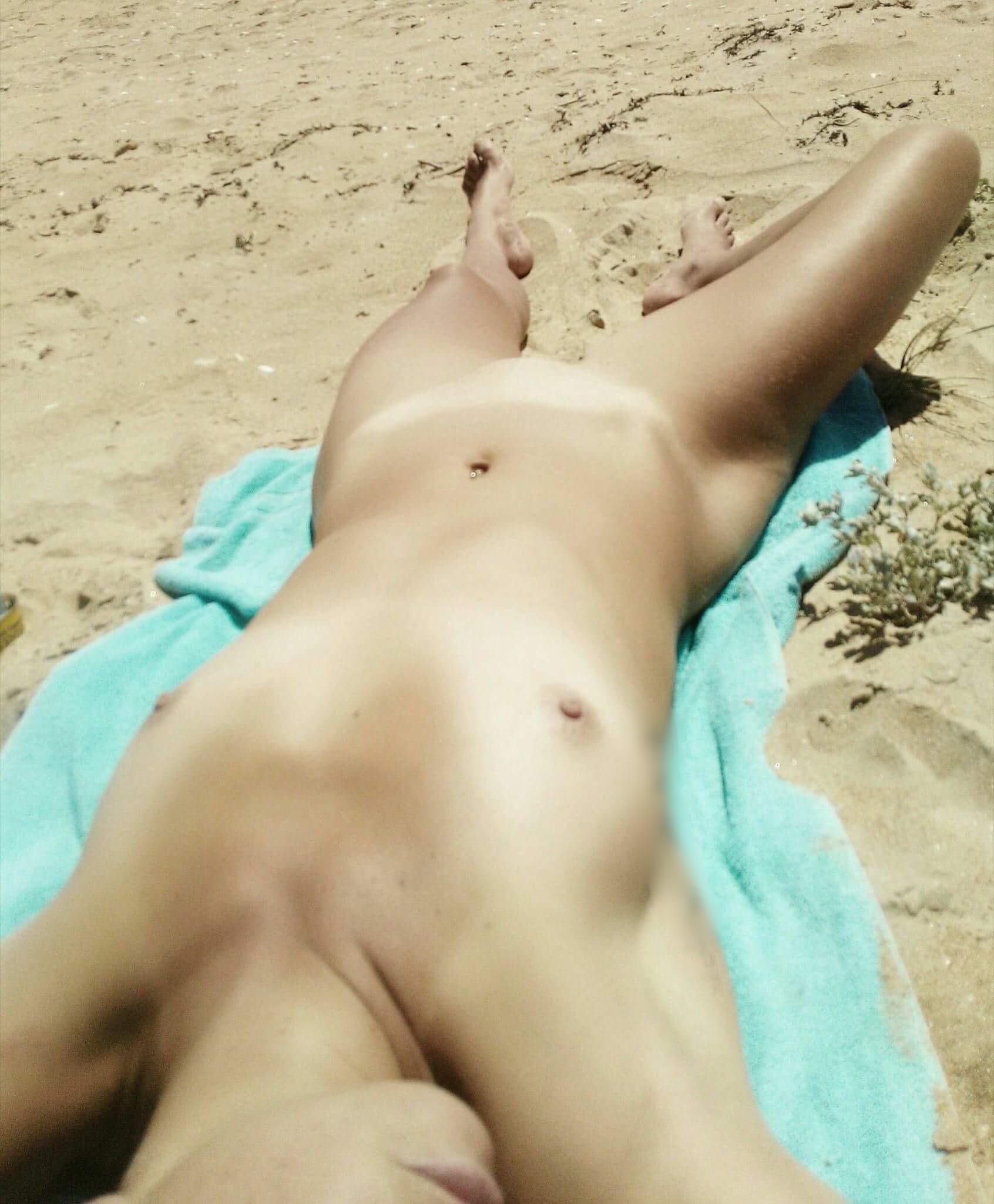 sabine la salope belle salope a la plage