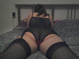 Qui aimerait faire un tour au lit avec elle?