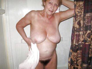 Qui veut me sucer mes grosses mamelles?