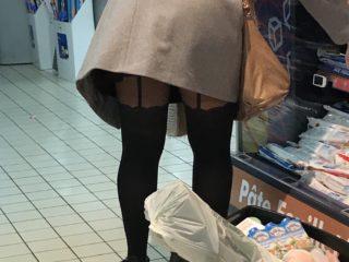 Upskirt au supermarché