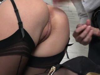 Le patron baise sa secrétaire