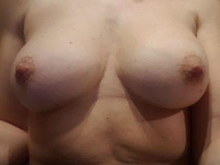 Madame veut vos avis sur sa poitrine