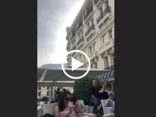 Couple pris en flag en train de baiser pendant le Grand Prix de Monaco
