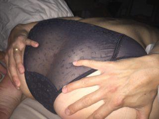 Elle veut savoir ce que vous pensez de ses fesses