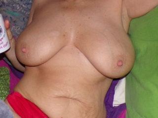 Venez donner vos avis sur ses seins